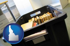 id map icon and a moving box in an empty office, during a relocation project