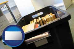 ks map icon and a moving box in an empty office, during a relocation project