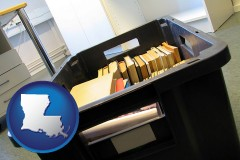 la map icon and a moving box in an empty office, during a relocation project