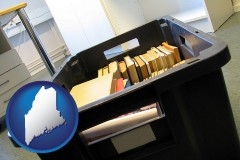 me map icon and a moving box in an empty office, during a relocation project