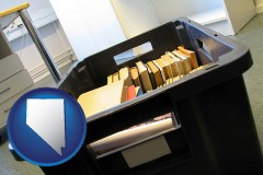 nv map icon and a moving box in an empty office, during a relocation project