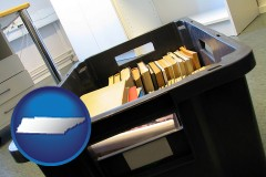 tn map icon and a moving box in an empty office, during a relocation project